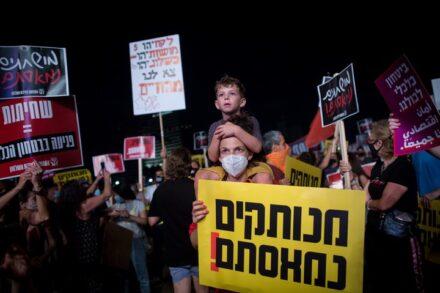 הפגנה נגד המדיניות הכלכלית של הממשלה בתל אביב, ב-18 ביולי 2020 (צילום: מרים אלסטר / פלאש90)