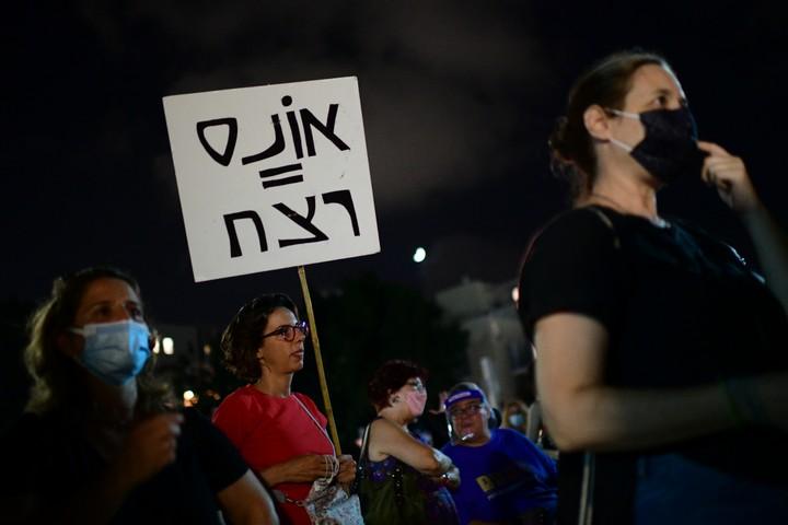 הפגנת תמיכה בנערה שנאנסה באילת, ב-22 באוגוסט 2020 (צילום: תומר נויברג / פלאש90)