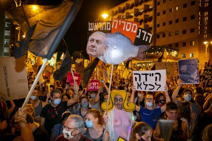 כ-20 מפגיני ימין מול קרוב ל-20,000 בצד השני. המחאה נגד נתניהו בבלפור (אוליביה פיטוסי / פלאש 90)