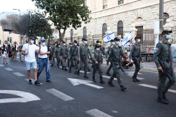 """שוטרי מג""""ב נערכים להפגנה בירושלים, ב-1 באוגוסט 2020 (צילום: אורן זיו)"""