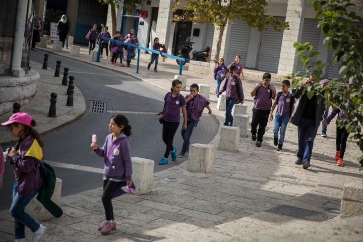 תלמידים יוצאים מבית ספר בנצרת, ב-2015. למצולמים אין קשר לכתבה (צילום: הדס פארוש / פלאש90)