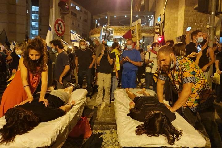 הפגנה בכיכר פריז בירושלים נגד ראש הממשלה, בנימין נתניהו (צילום: אורלי נוי)