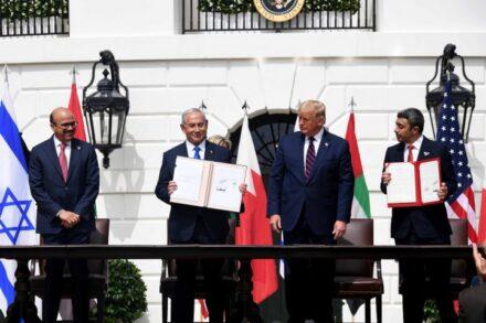 """מחנה השלום צריך לחפש את ההזדמנות שההסכם עם האמירויות ובחריין מציע. טקס החתימה על ההסכם בוושינגטון (צילום: אבי אוחיון / לע""""מ)"""