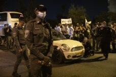 """כשהנהג יהודי, גם דהירה לעבר מפגינים לא עושה אותו ל""""מחבל"""""""