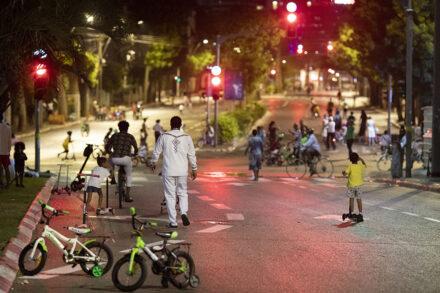 מבקשי מקלט בערב יום כיפור בדרום תל אביב (צילום: אורן זיו)