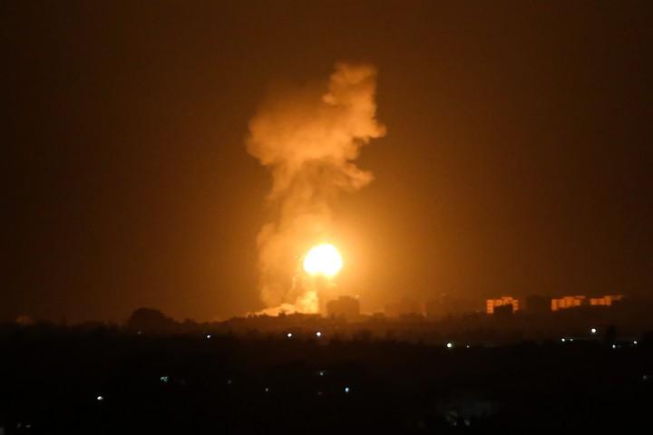 """הפצצות של צה""""ל ברצועת עזה, ב-16 באוגוסט 2020 (צילום: עבד רחים חטיב / פלאש90)"""