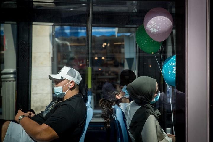 נסיעות לעבודה ובחזרה הן עיקר הנסיעות בכבישים, ומעבר מחמישה ימי עבודה לארבעה מוריד חמישית מהנסיעות האלו. (צילום: יונתן זינדל / פלאש 90)