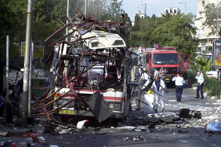 פיגוע באוטובוס בחיפה, ב-5 במרץ 2003 (צילום: רונן לידור / פלאש90)