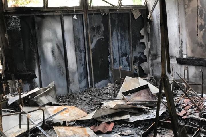 בית הספר בנווה שלום אחרי השריפה (צילום: באדיבות התושבים)