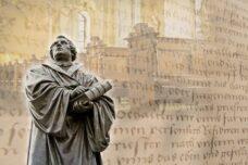 בתי הספר נוסדו כי אלוהים רוצה אותנו משכילים (ולא שפוטים)