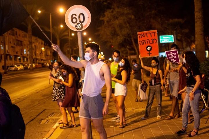 """""""הנראוּת של המשמרות היתה מאוד חשובה, להוכיח שגם בפריפריה אנשים יוצאים למחאה"""". מחאה בבאר שבע"""