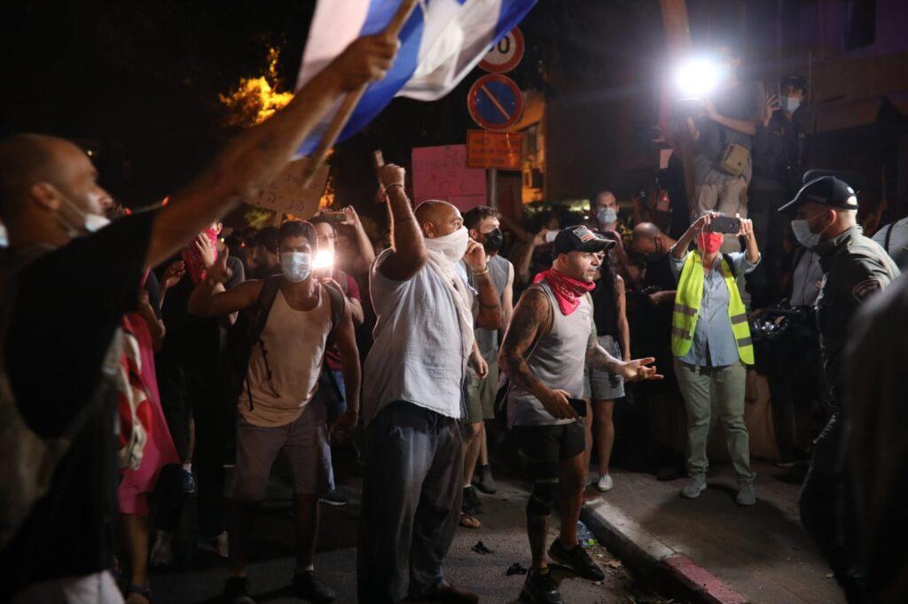 מפגינים בתל אביב במחאה נגד נתניהו 10.10.20 (צילום: אורן זיו)