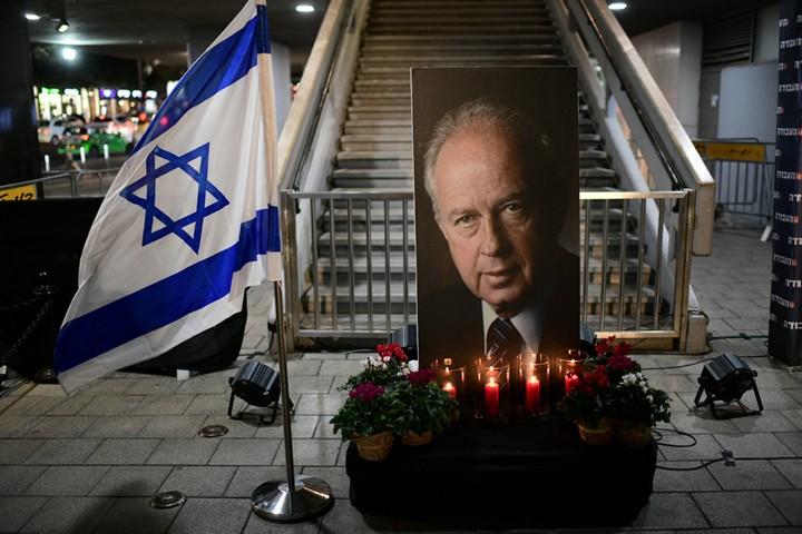 רבין אשם ברצח בכך שעורר מחלוקת בעם. טקס זיכרון במקום הרצח ליד כיכר רבין (צילום: תומר נויברג / פלאש 90)