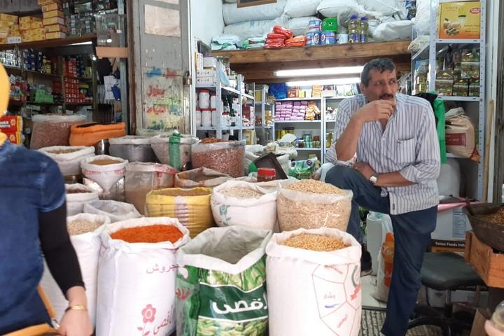 """""""האחים הפלסטינים מישראל הם עמוד התווך שלנו"""". סוחר בשוק שכם (צילום: סוהא עראף)"""