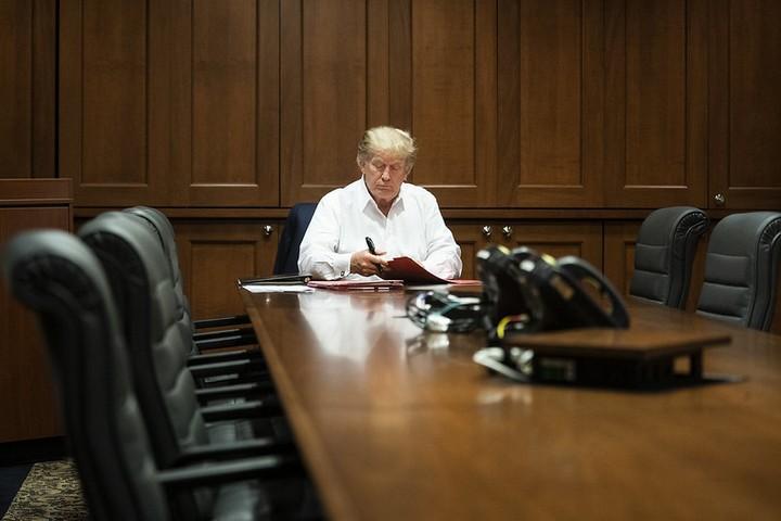 הנשיא דונלד טראמפ במרכז הרפואי וולטר ריד, אחרי שנמצא חיובי לקורונה, ב-3 באוקטובר 2020 (צילום: ג'ויס נ. בוגהוסיאן, הבית הלבן)