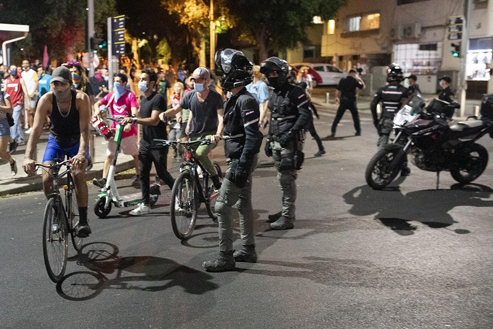 שוטרים ורוכבים בצעדה בתל אביב (צילום: אורן זיו)