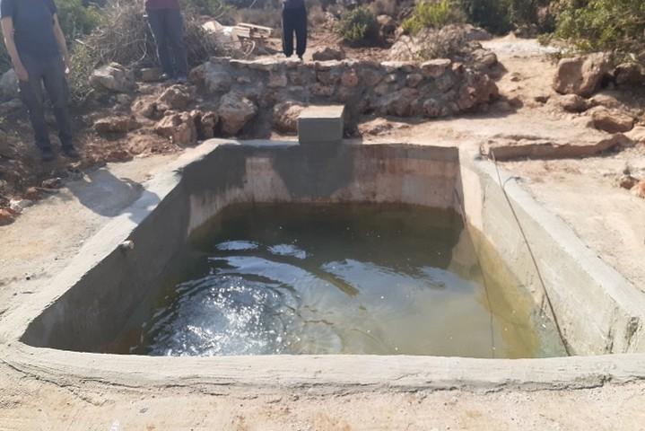 הבריכה שנבנתה שוב באדמתו של עאמר אבו חיג'לה, ליד ההתנחלות יקיר (צילום: אביב טטרסקי, באדיבות דהרמה מעורבת חברתית)