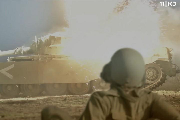 """מתוך הסדרה """"שעת נעילה"""" (צילום מסך: אתר כאן11)"""