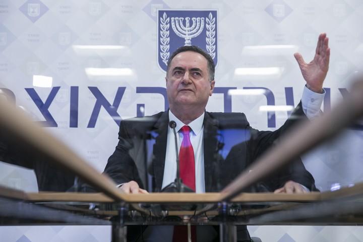 זריית חול בעיניים. שר האוצר ישראל כץ (צילום: אוליבייה פיטוסי / פלאש 90)