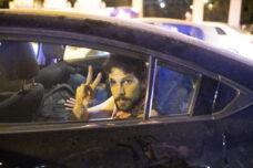 """""""המשטרה מנסה לעצור מפגינים בולטים בניסיון לדכא את המחאה"""""""