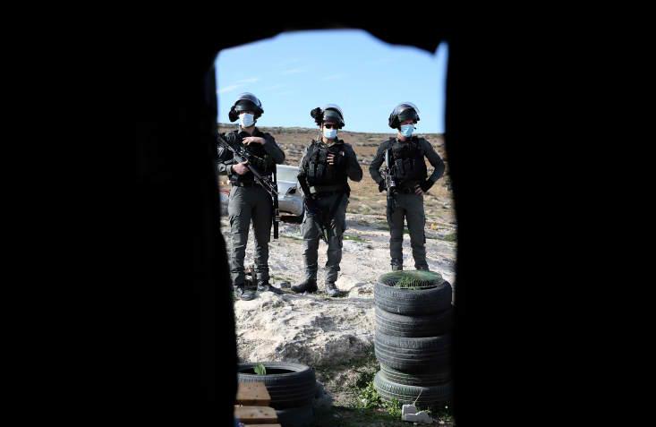 אנחנו עוסקים באכיפה, האגף של התכנון הוא אגף אחר במינהל. חיילים מאבטחים את ההריסה בדרום הר חברון (צילום: ויסאם השלאמון / פלאש 90)