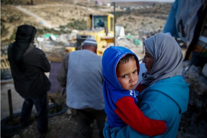 ב-98% מהמקרים, הבקשות של פלסטוינים להיתר בנייה באזור C נדחות. ההריסה אתמול בדרום הר חברון (צילום: ויסאם השלאמון / פלאש 90)