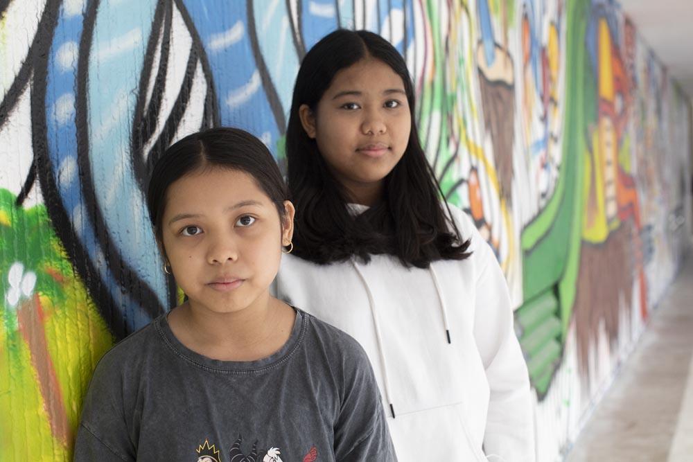 מאורין ומיקה באקרו, לומדות בבלפור ועירוני א׳ בתל אביב (צילום: אורן זיו).