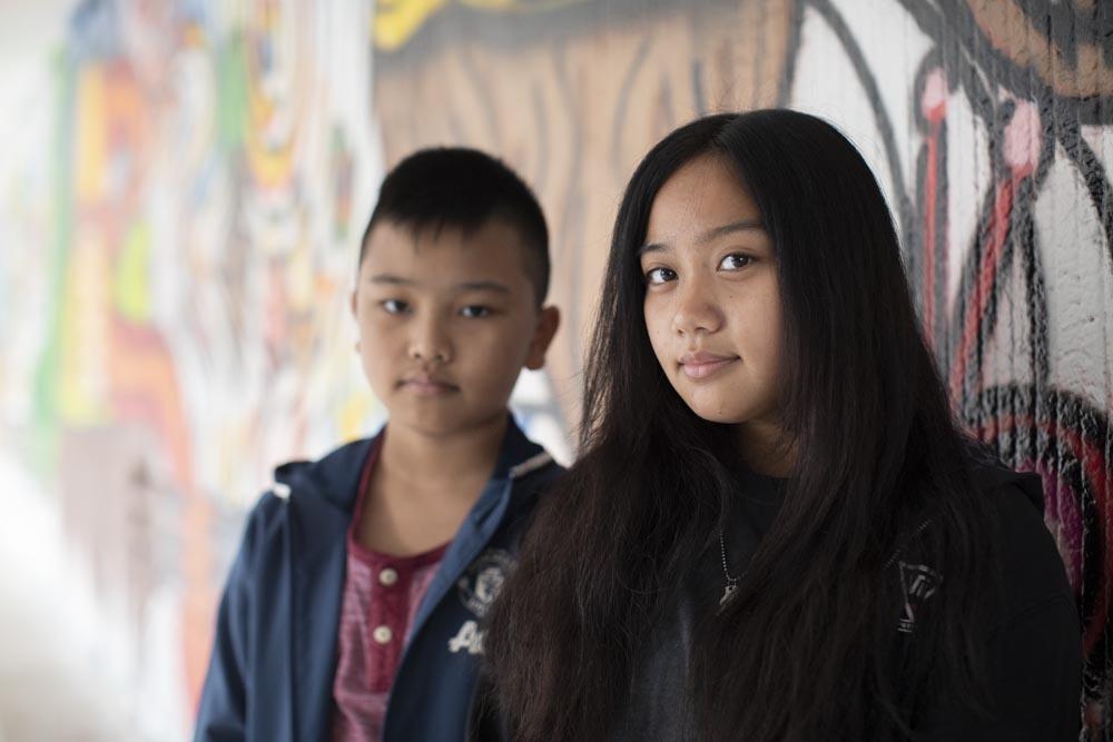 ג'ואנה וג'יימס מוג'ר, לומדים ברמז ובקוממיות בבני ברק (צילום: אורן זיו)