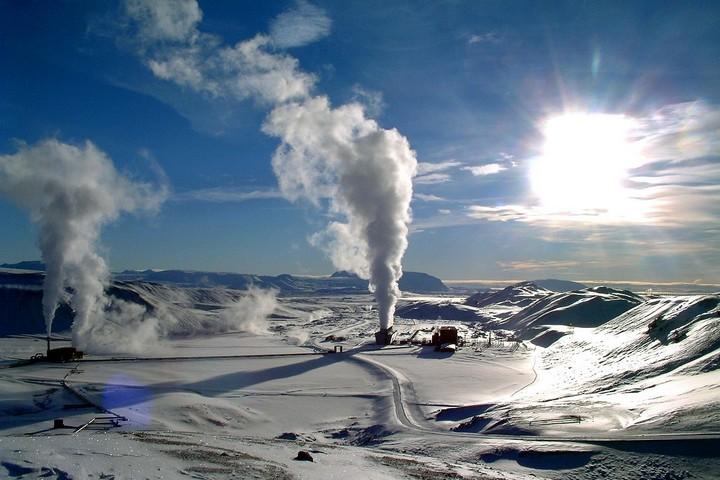 תחנת כוח גיאותרמית באיסלנד (צילום: Ásgeir Eggertsson, CC BY-SA 3.0)