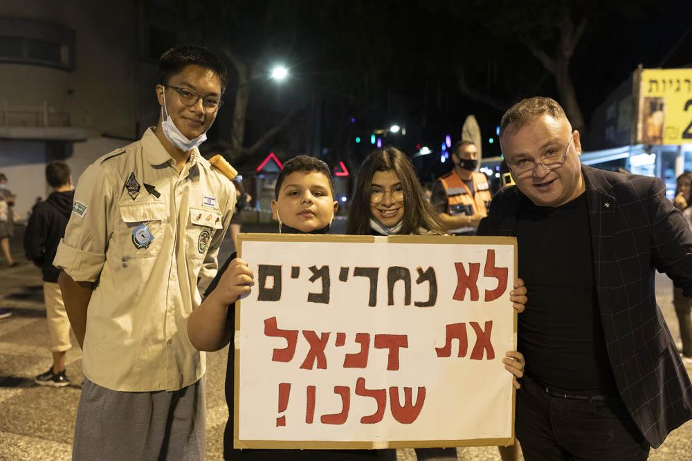 סמיון גרפמן , אופק ראשון, איתמר ג׳ינו ודניאל קרוז בהפגנה ברמת גן (צילום: אורן זיו)