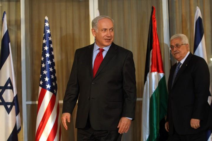 פסאדה של אוטונומיה פלסטינית תחת שלטון קולוניאלי ישראלי. בנימין נתניהו ומחמוד עבאס (קובי גדעון / פלאש 90)