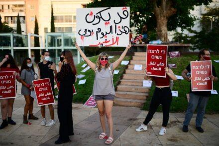 הפגנה נגד אלימות כלפי נשים בכיכר הבימה בתל אביב, ב-22 בספטמבר 2020 (צילום: תומר נויברג / פלאש90)