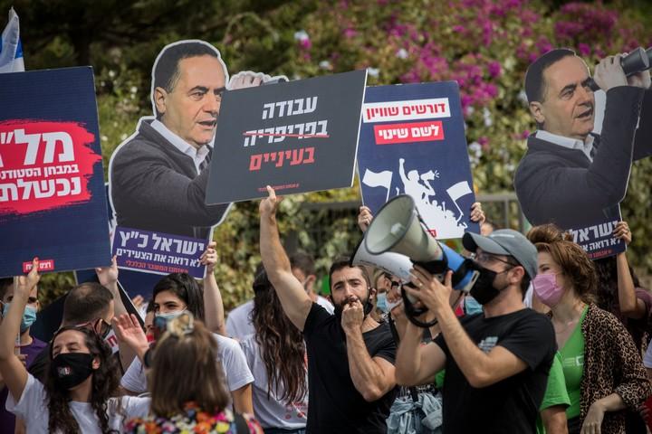 סטודנטים מפגינים מול משרדי המועצה להשכלה גבוהה בירושלים, ב-25 באוקטובר 2020 (צילום: יונתן זינדל / פלאש90)