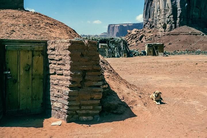 בית מסורתי של בני שבט הנאוואחו הילידי האמריקאי בשמורת טבע באריזונה (צילום: piqsels)