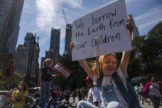 ארגוני אקלים גרמו לביידן לשנות כיוון. הם צריכים להמשיך ללחוץ