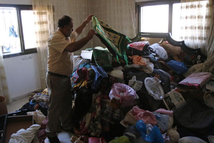 הנזק לרכוש בבית בכפר סאלם שליד שכם, לאחר פלישה של הצבא, 2015 (צילום: אחמד אל באז/ אקטיבסטילס)