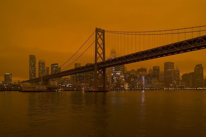 סן פרנסיסקו תחת עשן ואפר, בזמן השריפות באזור, ב-9 בספטמבר 2020 (צילום: Christopher Michel, CC BY 2.0)