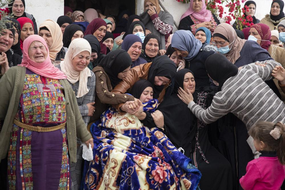 הלוויתו הילד הפלסטיני עלי אבו עליא בכפר אל מוע'ייר שבגדה המערבית (צילום: אורן זיו)