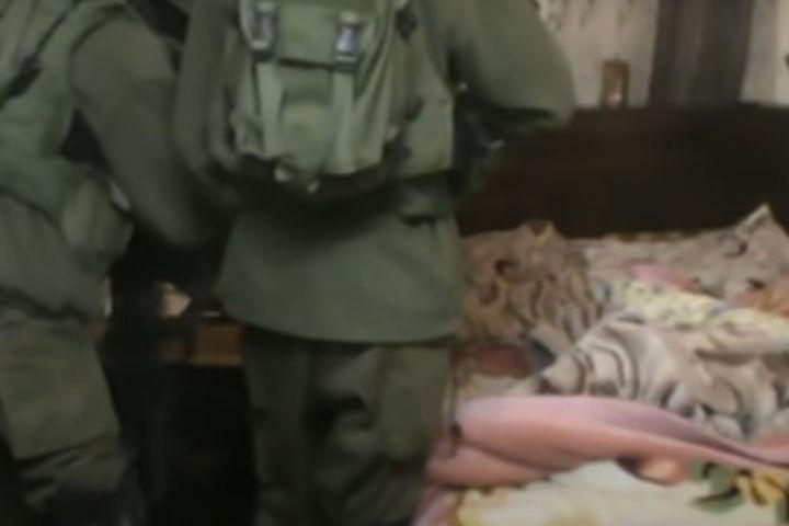 """תיעוד של """"מיפוי"""" על ידי חיילים בבית משפחת דענא בחברון, ב-24 בפברואר 2015 ב-3:10 לפנות בוקר. צילום מסך מתוך סרטון של בצלם"""