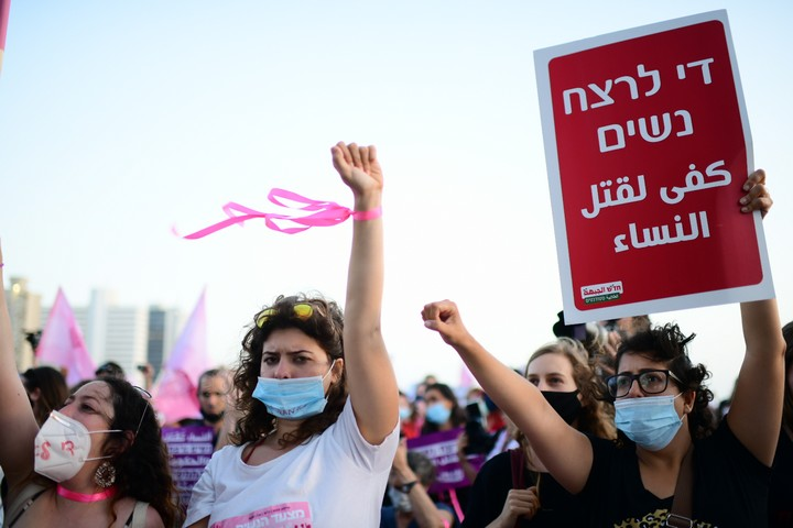הפגנה נגד אלימות כלפי נשים בתל אביב, ב-1 ביוני 2020 (צילום: תומר נויברג / פלאש90)