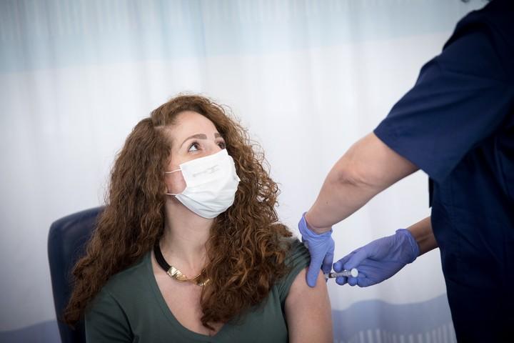 סוגיית החיסונים מביאה לידי אבסורד הן את השיטה והן את חוסר האמון הציבורי שאותו יצרה. (מרים אלסטר / פלאש 90)