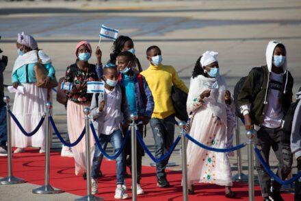 """עולים חדשים מגיעים מאתיופיה לנתב""""ג, ב-3 בדצמבר 2020 (צילום אורן זיו)"""