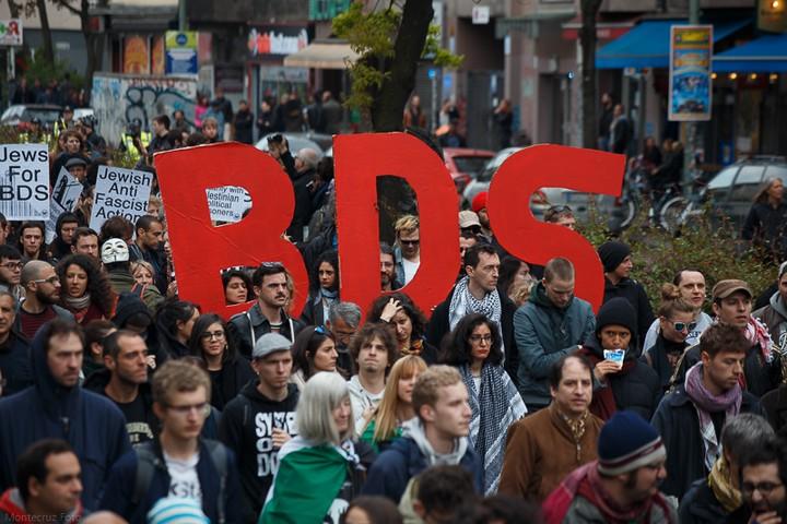הפגנה בקרויצברג, ברלין, ב-1 במאי 2017 (צילום: Montecruz Foto, CC BY-SA 2.0)