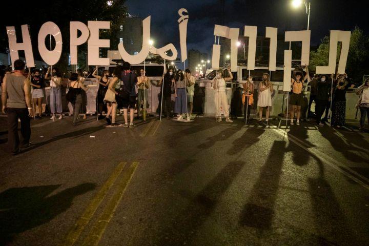 ערבים פחדו לבוא בגלל אלימות המשטרה. שלט במחאה בבלפור (צילום: אורן זיו)