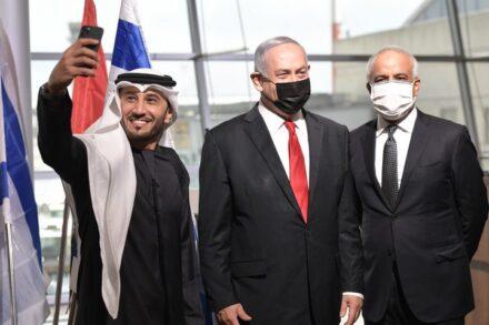 """כל קול בעולם הערבי נגד ההסכמים עם ישראל - מושתק. נתניהו בהשקת הטיסה הראשונה מדובאי לנתב""""ג (צילום: קובי גדעון / לע""""מ)"""