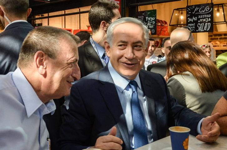 """דומה לנתניהו הרבה יותר ממה שהוא חושב. חולדאי עם ראש הממשלה בנימין נתניהו (צילום: עמוס בן גרשום / לע""""מ)"""