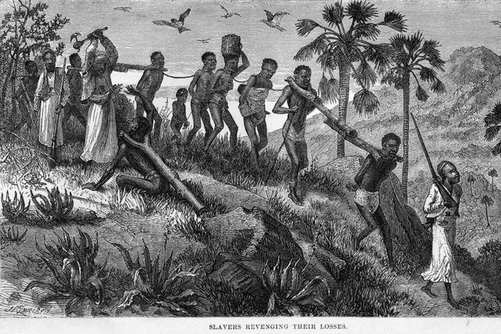 השלבים של ההתיישבות דומים. עבדים במוזמביק במאה ה-19 (ויקימדיה)
