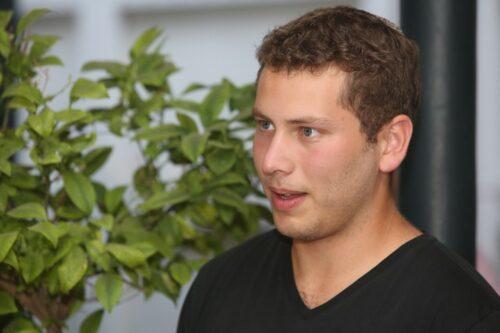 אורח לא קרוא: אבנר נתניהו התפרץ לשיעור באוניברסיטה (וידאו)