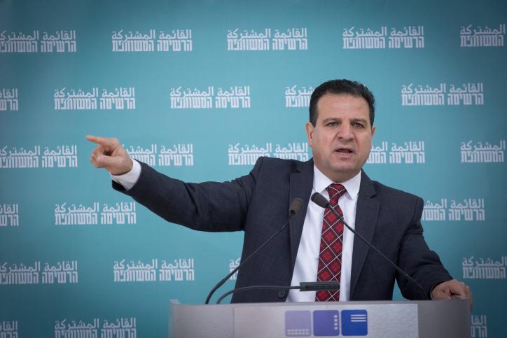 מהיחידים שעדיין מתקבל בלשכתו של עבאס ברמאללה. איימן עודה במסיבת עיתונאים בתל אביב (צילום: מרים אלסטר / פלאש 90)