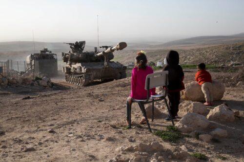 המטרה: ייהוד השטח. האמצעי: תרגיל צבאי באמצע הכפר